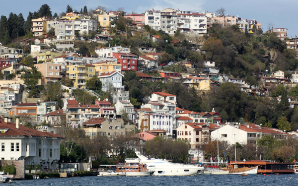 Istanbul's homes are located on steep hills on both sides of the Bosphorus River (Navjot Singh)