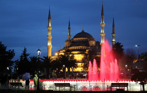 The beautiful Blue Mosque in the Sultanahmet area (Navjot Singh)