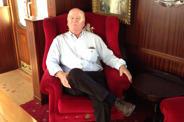 David Wishart Reviewing the Lounge Chair