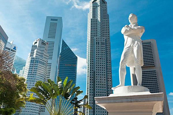 Sir Raffles' Statue (Shutterstock.com)