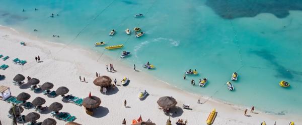 Beach at a Resort Hotel in Cancun Featured (Shutterstock.com)