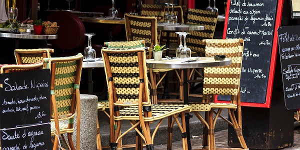 Cafe at rue Mouffetard, Paris (Shutterstock.com)