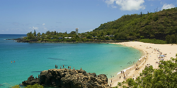 Waimea Bay (Shutterstock.com)