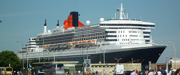 QueenMary2DockedatLisbonFeatured