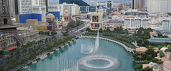 Bellagio Fountains in Las Vegas Featured (Brian P Gielczyk/Shutterstock.com)
