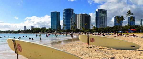 Ala Moana Beach in Honolulu Featured (Shutterstock.com)