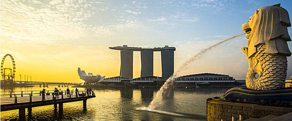 Singapore Landmark, Merlion, at Sunrise (Shutterstock.com)