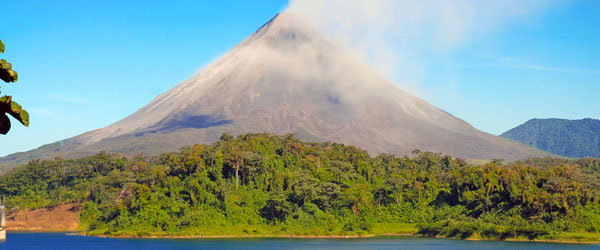 Arenal Volcano, Costa Rica Featured (Shutterstock.com)