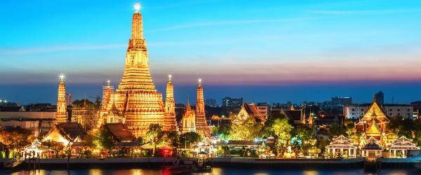 Wat Arun Temple, Bangkok Featured (Shutterstock.com)