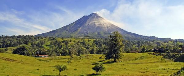 Arenal Volcano, Costa Rica Featured (Shutterstock.com)